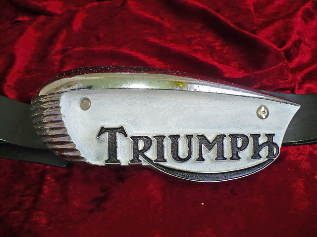 TRIUMPH Tank Badge Eyebrow